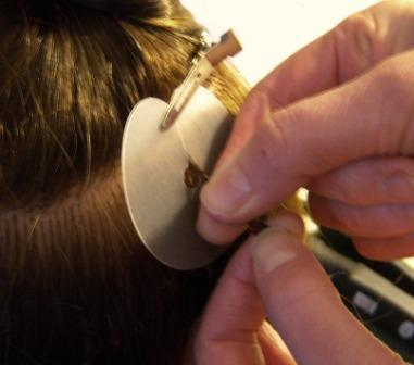 Aplikácia vlasov na predĺženie keratínom